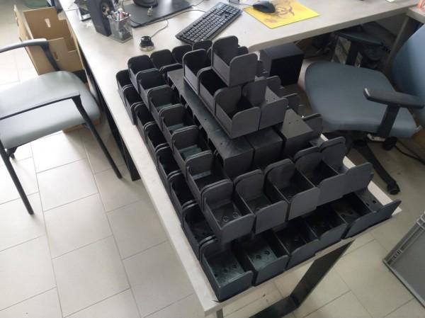 3D tisk - 100 držáků za týden - bez problémů :-)