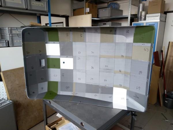 Kryt stroje před povrchovou úpravou na měřícím stole